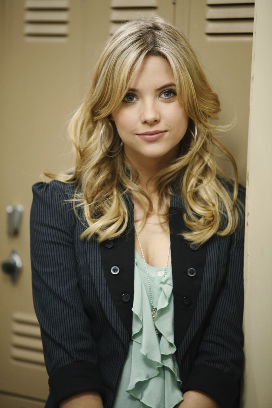 The Shape Of My Heart - Página 2 Pll-episode-2-stills-ashley-benson-12898353-900-1350