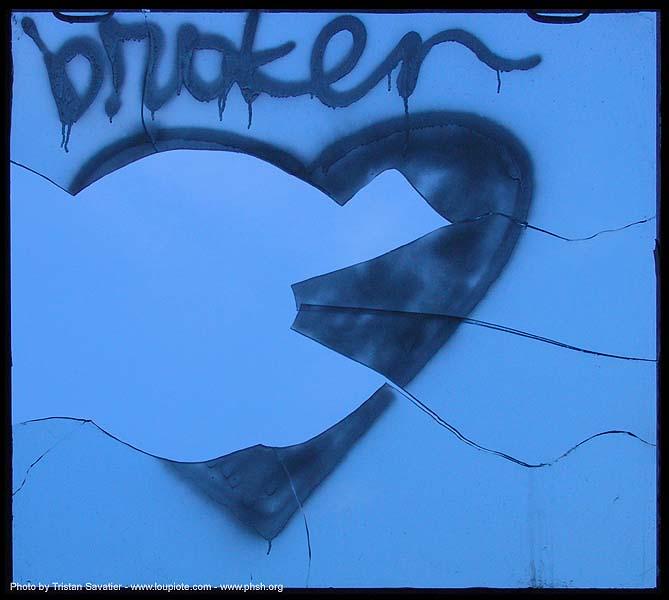 Se cuvstvuvam .....kako na slikata 4714-phsh-broken-heart