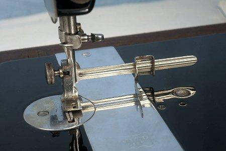 Identification d'accessoires pour des machines à coudre anciennes - Page 2 S_25515a