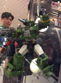 [Masterpiece Tiers] MAKETOYS MTRM-02N GUNDOG aka HOUND - Sortie Octobre 2015 DMUgJ6pD