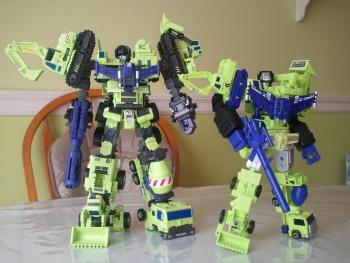 [Combiners Tiers] MAKETOYS GREEN GIANT 61 aka DEVASTATOR - Sortie Juillet 2012 LB9XY3PY