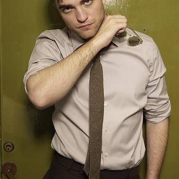 Nouveaux outtakes du shooting de Robert Pattinson pour Carter SMITH - Page 12 Aaa07SZJ