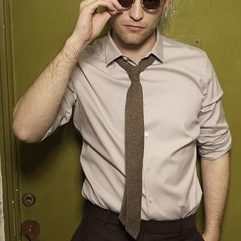 Nouveaux outtakes du shooting de Robert Pattinson pour Carter SMITH - Page 12 Aaa2n7F4