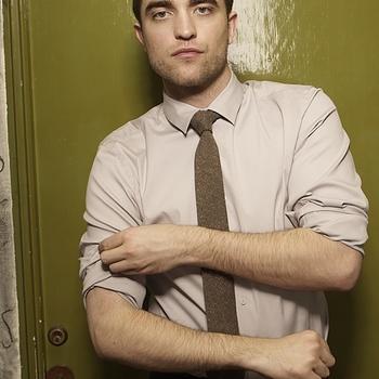 Nouveaux outtakes du shooting de Robert Pattinson pour Carter SMITH - Page 12 Aaa8GKSv