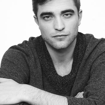 Nouveaux outtakes du shooting de Robert Pattinson pour Carter SMITH - Page 12 AaaCkVHt