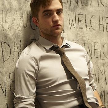 Nouveaux outtakes du shooting de Robert Pattinson pour Carter SMITH - Page 12 AaaE4AXH