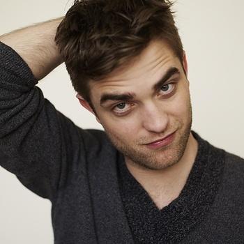 Nouveaux outtakes du shooting de Robert Pattinson pour Carter SMITH - Page 12 AaaJzuVv