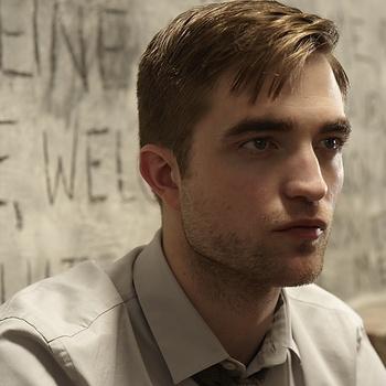 Nouveaux outtakes du shooting de Robert Pattinson pour Carter SMITH - Page 12 AaaKTOUT