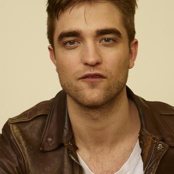 Nouveaux outtakes du shooting de Robert Pattinson pour Carter SMITH - Page 12 AaaPa5h2