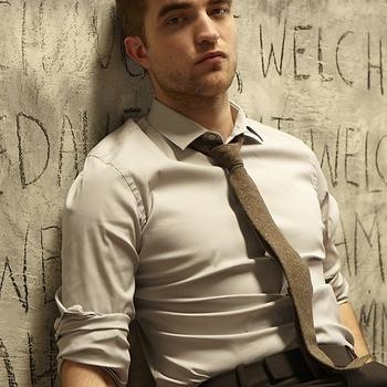 Nouveaux outtakes du shooting de Robert Pattinson pour Carter SMITH - Page 12 AaaRpgqz