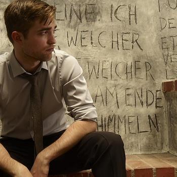 Nouveaux outtakes du shooting de Robert Pattinson pour Carter SMITH - Page 12 AaaYSYfa