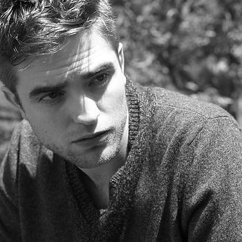 Nouveaux outtakes du shooting de Robert Pattinson pour Carter SMITH - Page 12 AaajPdcv