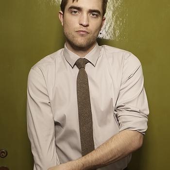 Nouveaux outtakes du shooting de Robert Pattinson pour Carter SMITH - Page 12 AaajYb7n