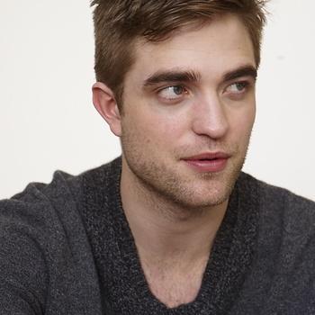 Nouveaux outtakes du shooting de Robert Pattinson pour Carter SMITH - Page 12 AaajiXPD