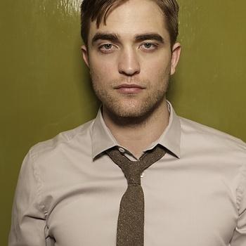 Nouveaux outtakes du shooting de Robert Pattinson pour Carter SMITH - Page 12 Aaajy43T