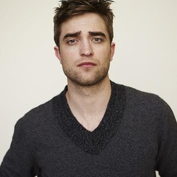 Nouveaux outtakes du shooting de Robert Pattinson pour Carter SMITH - Page 12 Aaanmpbw