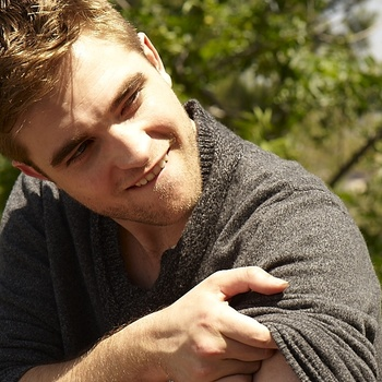 Nouveaux outtakes du shooting de Robert Pattinson pour Carter SMITH - Page 12 AaaqoSHi
