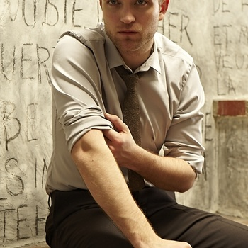Nouveaux outtakes du shooting de Robert Pattinson pour Carter SMITH - Page 12 AaavTCqw