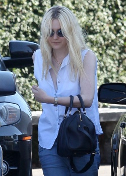 Dakota Fanning / Michael Sheen - Imagenes/Videos de Paparazzi / Estudio/ Eventos etc. - Página 6 Abc3X9Jw