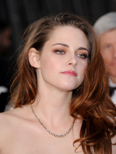 Kristen Stewart - Imagenes/Videos de Paparazzi / Estudio/ Eventos etc. - Página 31 AbjcVcEX