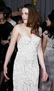 Kristen Stewart - Imagenes/Videos de Paparazzi / Estudio/ Eventos etc. - Página 31 AbkzMjn2