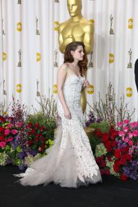Kristen Stewart - Imagenes/Videos de Paparazzi / Estudio/ Eventos etc. - Página 31 Aboj2uND