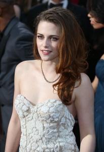 Kristen Stewart - Imagenes/Videos de Paparazzi / Estudio/ Eventos etc. - Página 31 Abs90HIo