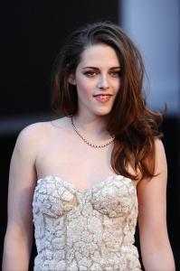 Kristen Stewart - Imagenes/Videos de Paparazzi / Estudio/ Eventos etc. - Página 31 AbsdsBmn