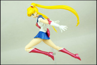 [Tamashii Nations] SH Figuarts Sailor Moon - Page 2 Acflkmuk