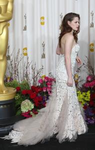 Kristen Stewart - Imagenes/Videos de Paparazzi / Estudio/ Eventos etc. - Página 31 AdcMs1Q1