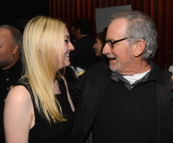 Dakota Fanning / Michael Sheen - Imagenes/Videos de Paparazzi / Estudio/ Eventos etc. - Página 6 AdfEhq9O