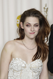 Kristen Stewart - Imagenes/Videos de Paparazzi / Estudio/ Eventos etc. - Página 31 AdhvEeZj