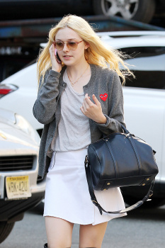 Dakota Fanning / Michael Sheen - Imagenes/Videos de Paparazzi / Estudio/ Eventos etc. - Página 6 AdlW1kzb