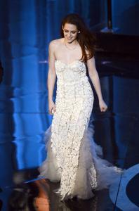 Kristen Stewart - Imagenes/Videos de Paparazzi / Estudio/ Eventos etc. - Página 31 AduiNEtk