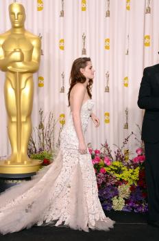 Kristen Stewart - Imagenes/Videos de Paparazzi / Estudio/ Eventos etc. - Página 31 AdvuESL2