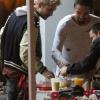 [Vie privée] 14.06.2014  Astro Burger  West Hollywood Los Angeles Etats-Unis Bill & Tom Kaulitz  KNeSzb3c