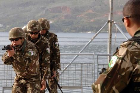 الجزائر ترفع من تسليح جيشها للتفوق عسكريا على المغرب Algerianarmy_272307356