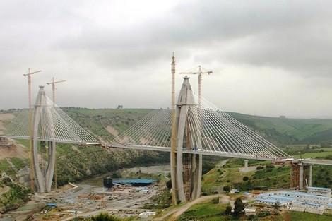 جسر أبي رقراق المعلَّق بالمغرب .. الأكبر في إفريقيا بخبراتٍ فرنسية وصينية Pont_Hauban___226386069