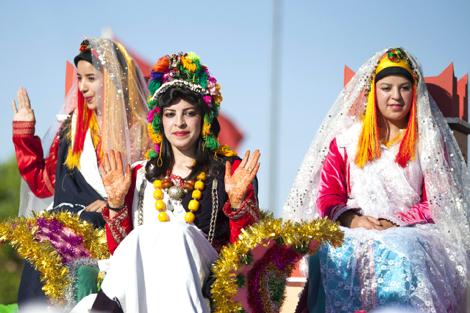 """إيكن دهو ابنة أول """"ملكَة للورُود"""" تتوج باللقب في مهرجان قلعَـة مكونَة ضمن النسخة الـ 53 __Miss_Fleurs_Megouna_2_631648821"""