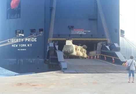 """مروحيات """"شينوك"""" العسكرية الأمريكية تصل إلى ميناء طنجة ___Hel_USA_MAR_Armee_Aviation_3_643433800"""