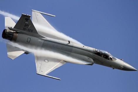 باكستان تشارك في المعرض الدولي للطيران بمراكش والمغرب يبدي اهتمامه باقتناء إحدى مقاتلاتها Jf_17_thunder_587927240