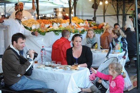 الأزمة الاقتصادية تدفع العديد من الفرنسيين للاستقرار في المغرب Touristmarrakesh_643188820