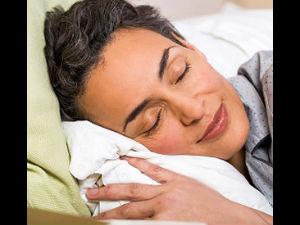அதிக நேரம் தூங்குவது ஆபத்து – எச்சரிக்கை ரிப்போர்ட்! 15-sleeping4-300
