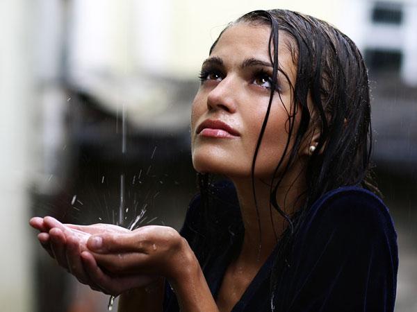 அடர்த்தியான தலை முடியை பெற சில டிப்ஸ்!!! 21-1371812093-3-women-wethair-600