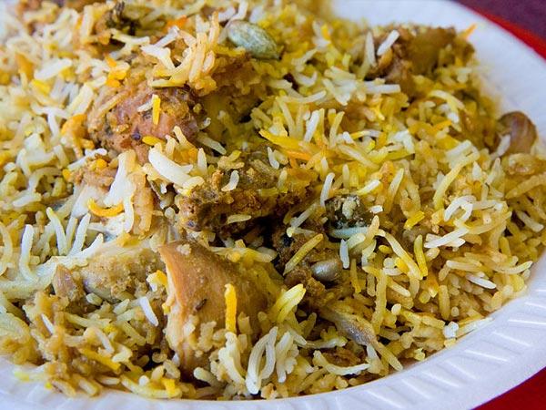 ரம்ஜான் இப்தார் விருந்து 28-1406532455-9-hyderabadi-chicken-dum-biryani