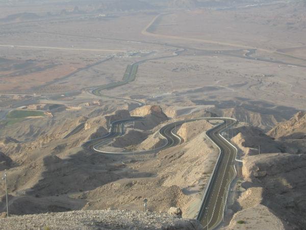 உலகின் விந்தையான சாலைகள், பாலங்கள்!   18-1366266331-road-to-hafeet-mountain