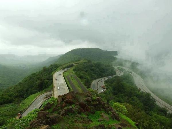 உலகின் விந்தையான சாலைகள், பாலங்கள்!   18-1366277687-mumbai-pune-highway