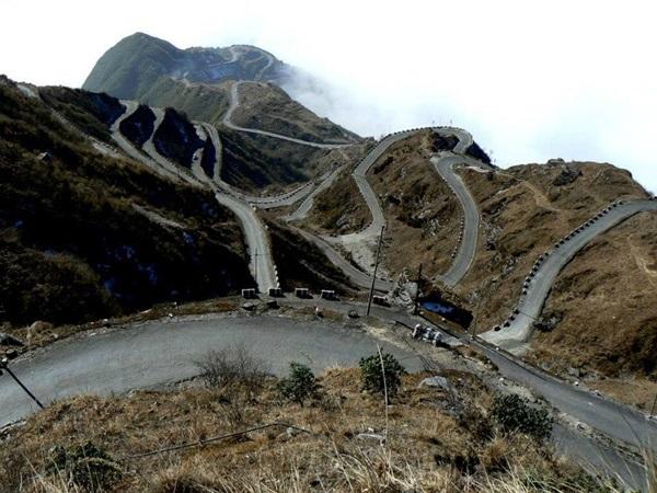 உலகின் விந்தையான சாலைகள், பாலங்கள்!   18-1366283848-sikkim-road-600