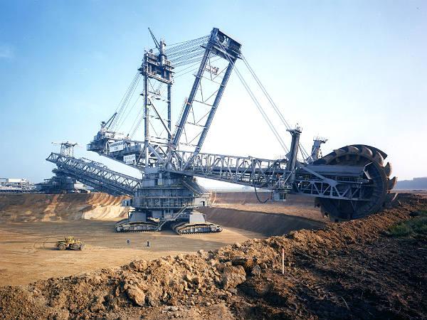 பிரமிப்பில் ஆழ்த்தும் உலகின் மிகப்பெரிய மோட்டார் வாகனங்கள்! 28-1398684188-excavator