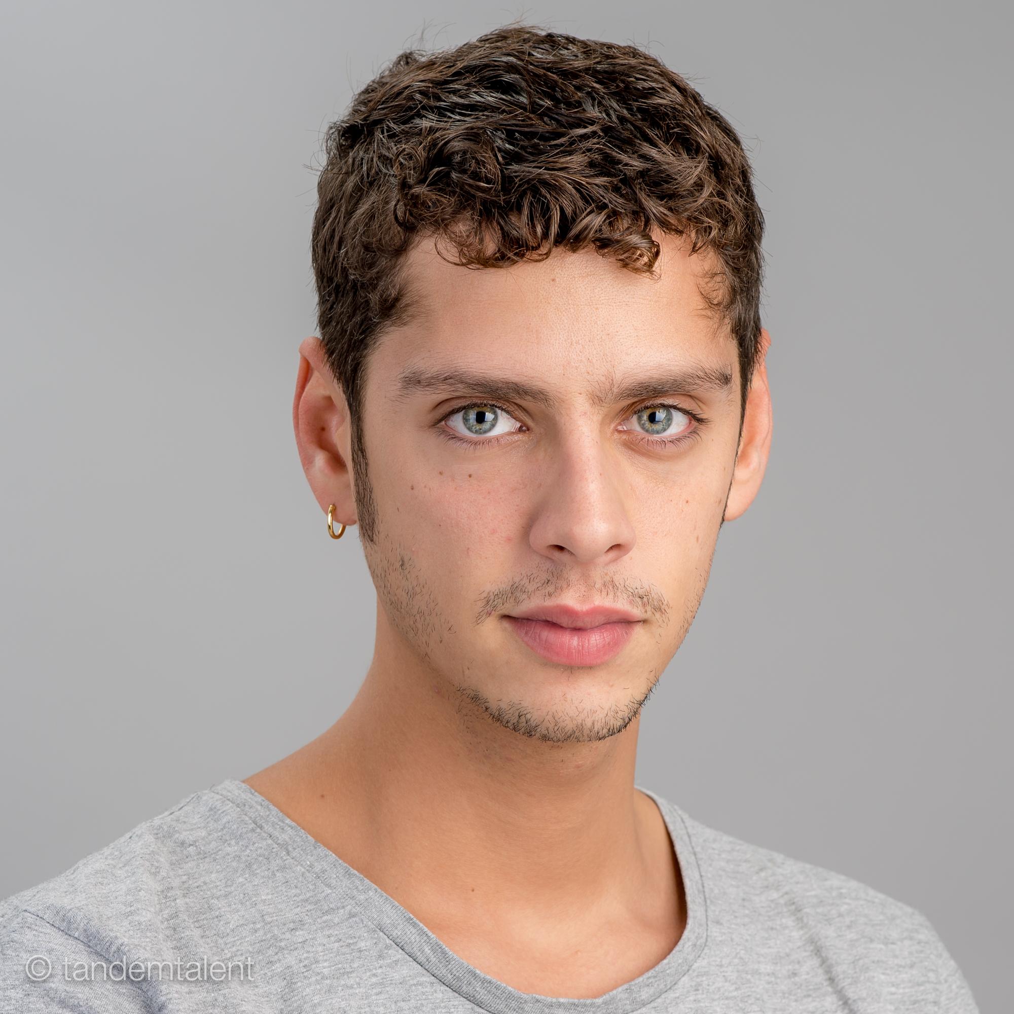 ¿Cuánto mide Eduardo Casanova? - Altura Actor2000px-8005563